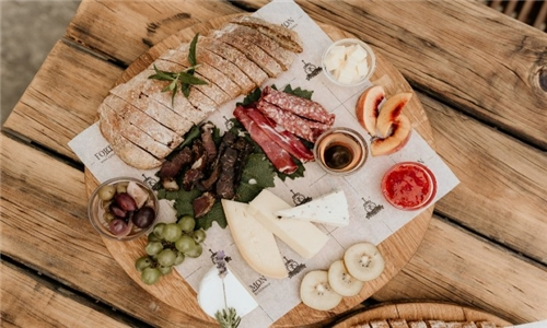 Fort Simon Wine Estate: Cheese & Charcuterie Platter & Gourmet pizza to share