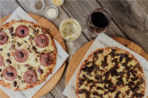 Fort Simon Wine Estate: Gourmet Pizza and Drink for 2