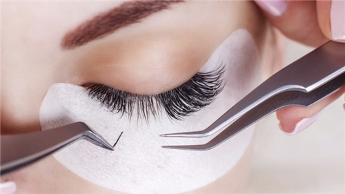Full set of Classic Eyelash Extensions Incl Brow Shape & Tint