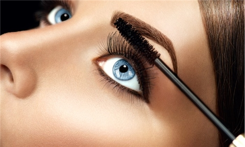 Online Course: Makeup Artist Training and Eyelash Extensions from Course Gate