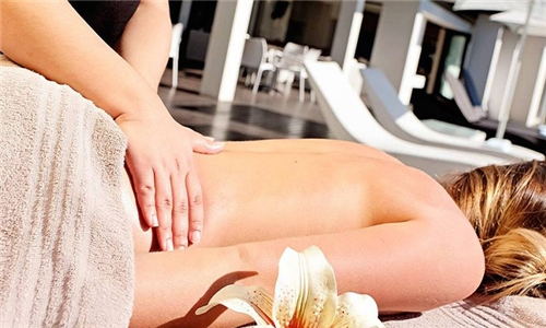 Couples Bliss Pamper Package Including a Jacuzzi Session & Champagne at Isango Gate Spa