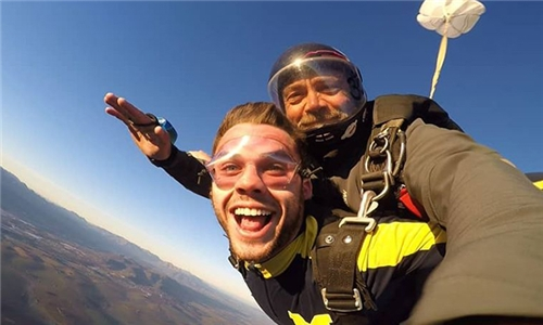 An Experience of A Lifetime: Weekend Exclusive – 9000ft Tandem Skydiving Experience with Skydive Two Oceans