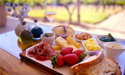 Gourmet Platter to Share & Wine Tasting from Arra Vineyards
