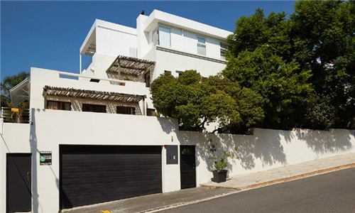 Cape Town: 2-Night Anytime Stay for Two Including Breakfast at Bayflowers Guest House, Three Anchor Bay