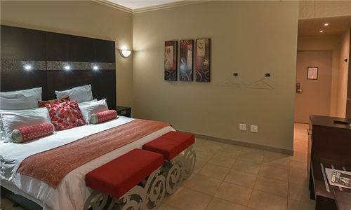 Mpumalanga: 1-Night Stay for Two Including Breakfast & Romantic Valentine's Dinner at Hotel Promenade