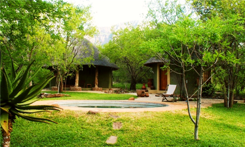 Hoedspruit Limpopo: 2-Night Stay for 2,4 or 8 Guests Including Breakfast at Pangolin Rondavel
