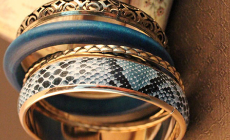 Animal print bangle sets (snake skin or leopard) for R149, including delivery (save 40%)