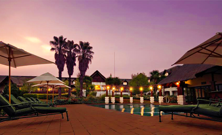 Vaal River: Midweek getaway for 2 including breakfast for R599 per night at the 4-star Emerald Resort (save 68%)